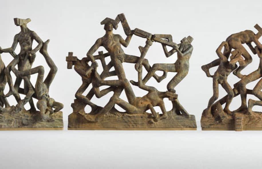 Le triptyque Buisson ardent (2013) représente des hommes-outils imbriqués dans des postures impossibles.