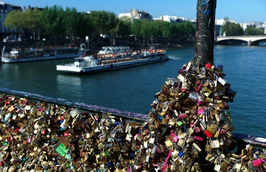 Le pont des arts paris a rouvert le devoir - Le pont de lamour a paris ...