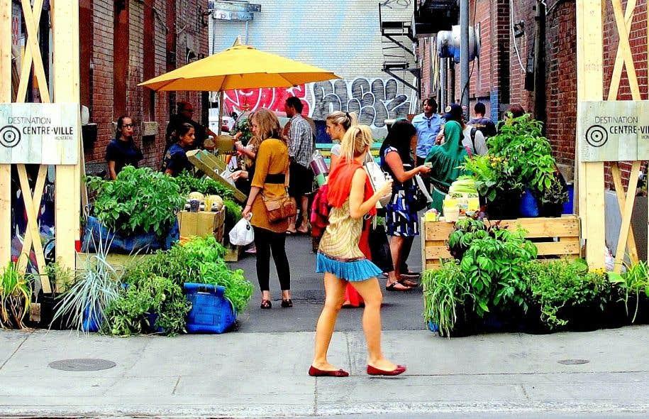 Des ruelles verdissent au centre ville le devoir for Au coin de la piscine le gardeur