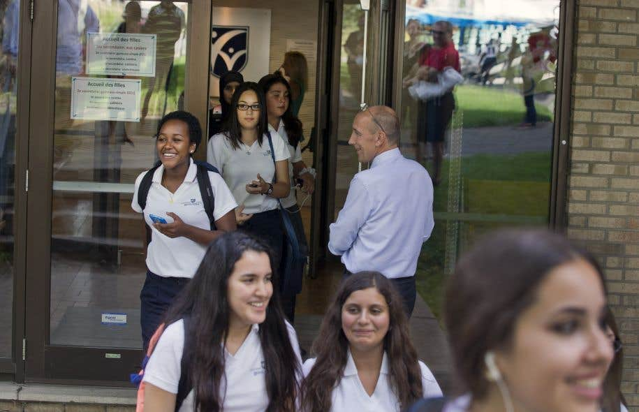 Des élèves du Collège Reine-Marie, un établissement privé de Montréal