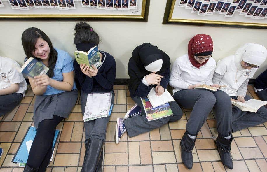 Les élèves québécois sont deuxièmes au pays en lecture, et les filles réussissent mieux que les garçons.