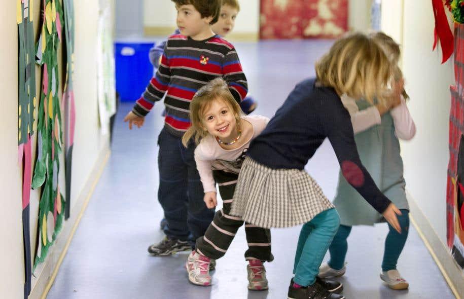 Québec a mis fin à l'universalité des tarifs des services de garde éducatifs à l'enfance au profit d'une modulation selon le revenu parental.