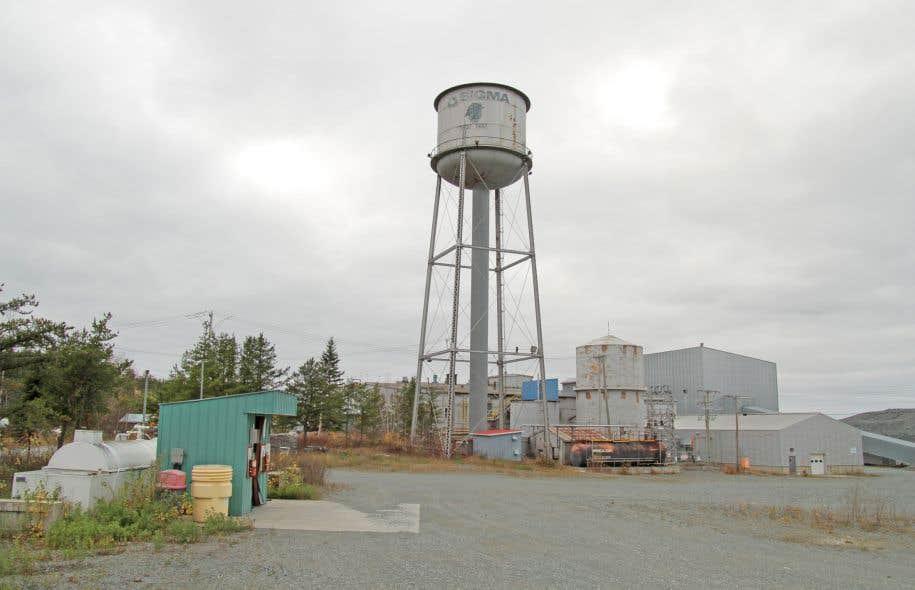 Le «plan de restauration» chiffre à 808 millions la facture totale pour le nettoyage des sites, qui se répartissent sur tout le territoire québécois.