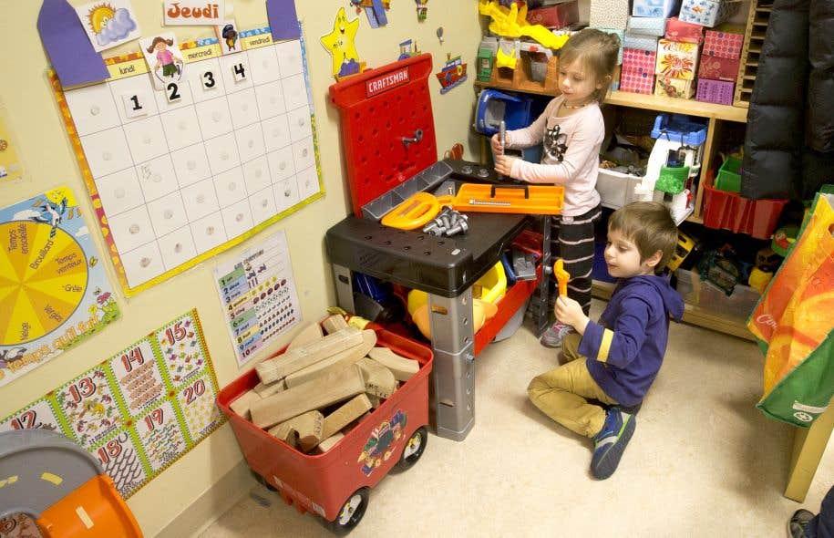 Les tarifs des services de garde éducatifs à l'enfance fluctueront entre 7,30$ et 20$ par jour, a tranché, à la fin novembre le chef du gouvernement, Philippe Couillard.
