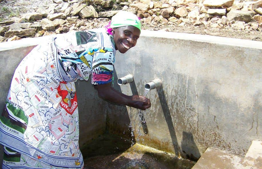 En République démocratique du Congo, les femmes sont responsables de l'approvisionnement en eau.