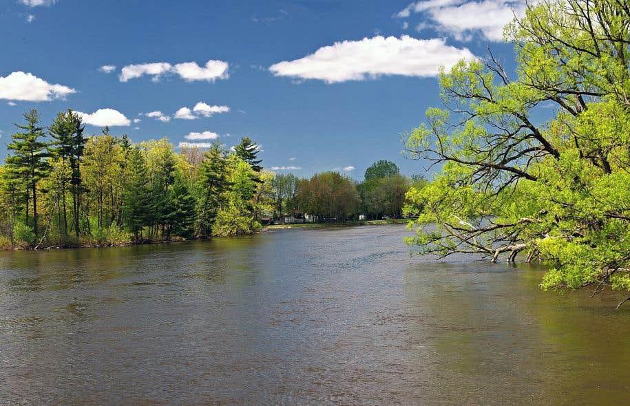 La conduite secondaire du pipeline de TransCanada qui doit permettre de transporter du pétrole jusqu'à Montréal traversera cinq cours d'eau, dont la rivière des Mille Îles.