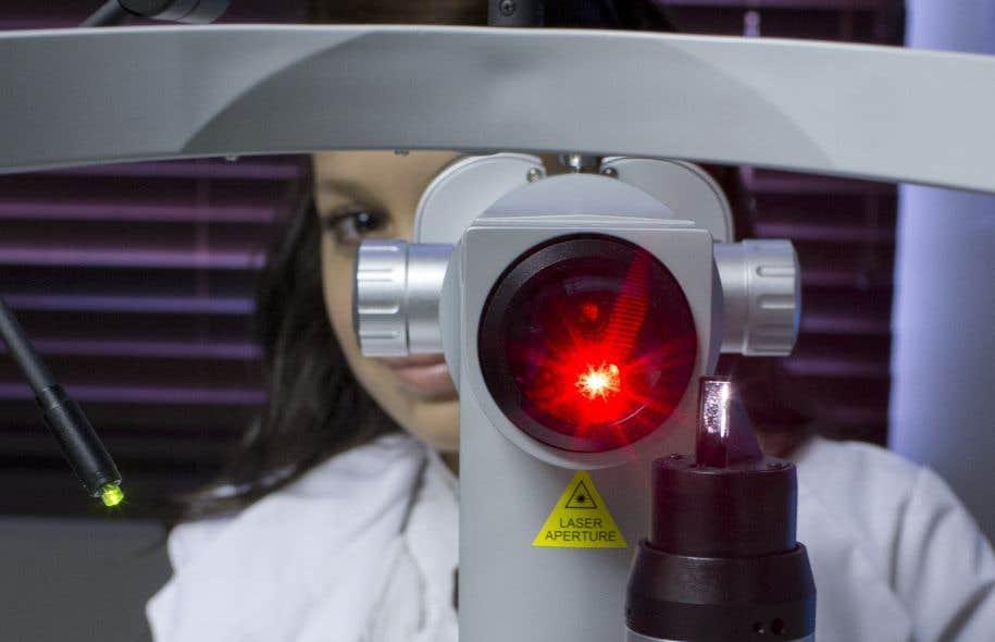 Monique Beaudry craint de devoir diminuer l'offre de service de ses trois cliniques d'ophtalmologie si Québec ne trouve pas une façon de compenser la perte de revenus liés aux frais accessoires.