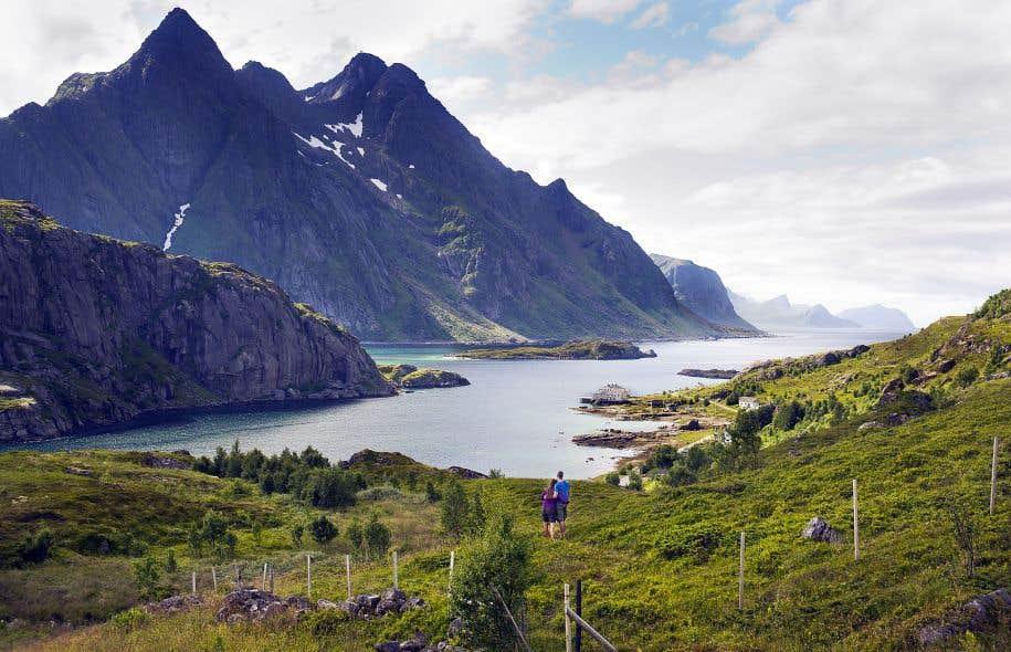 Un impressionnant fjord situé dans l'archipel de Lofoten, au nord de la Norvège.