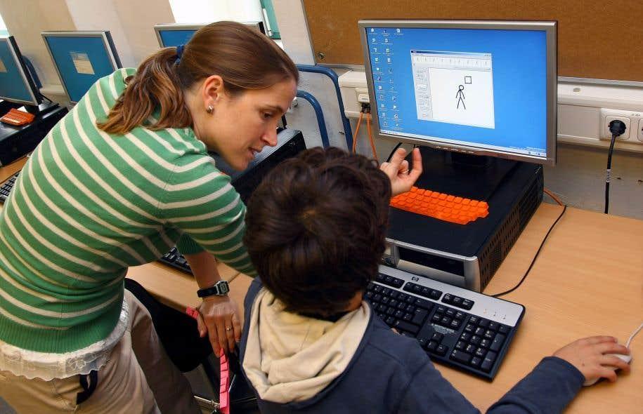 Les compressions budgétaires dans les commissions scolaires vont entraîner la suppression des techniciennes en éducation spécialisée dans les classes à la rentrée.