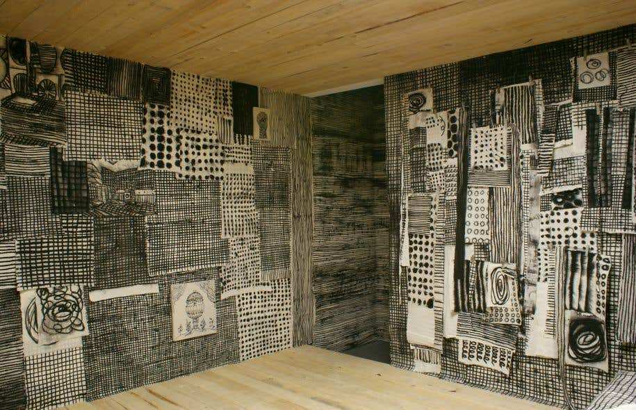 Marie-Claude Bouthillier fait partie de l'exposition avec son installation «Dans le ventre de la baleine».