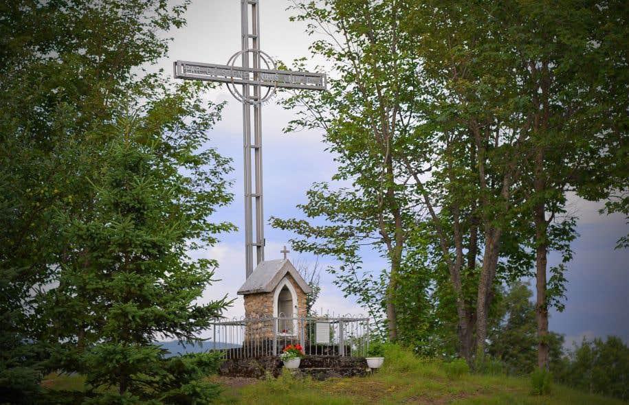Les croix de chemin composent un héritage remarquable, mais fragile. Sur notre photo, une croix de chemin à Piopolis.