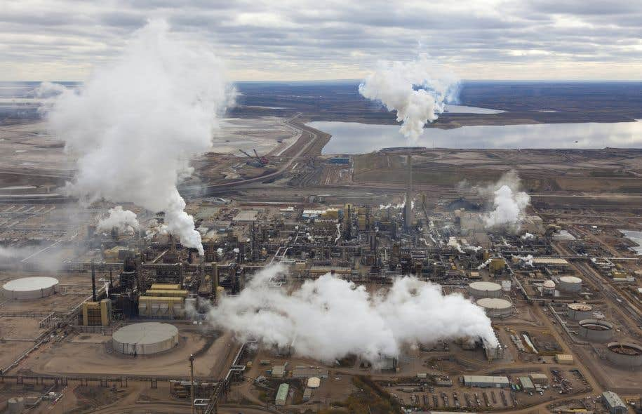 Une raffinerie de pétrole à Fort McMurray, en Alberta