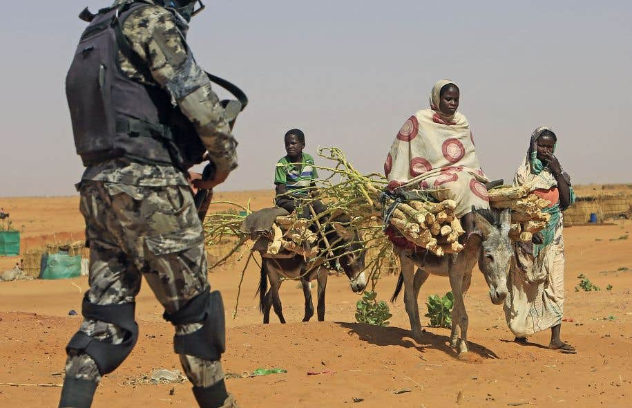 Selon plusieurs, la guerre du Darfour constitue la première guerre climatique. Occasionnant sécheresse et désertification, les changements climatiques y jouent un rôle décisif en exacerbant les disputes entre les éleveurs nomades au Nord et les agriculteurs sédentaires au Sud.