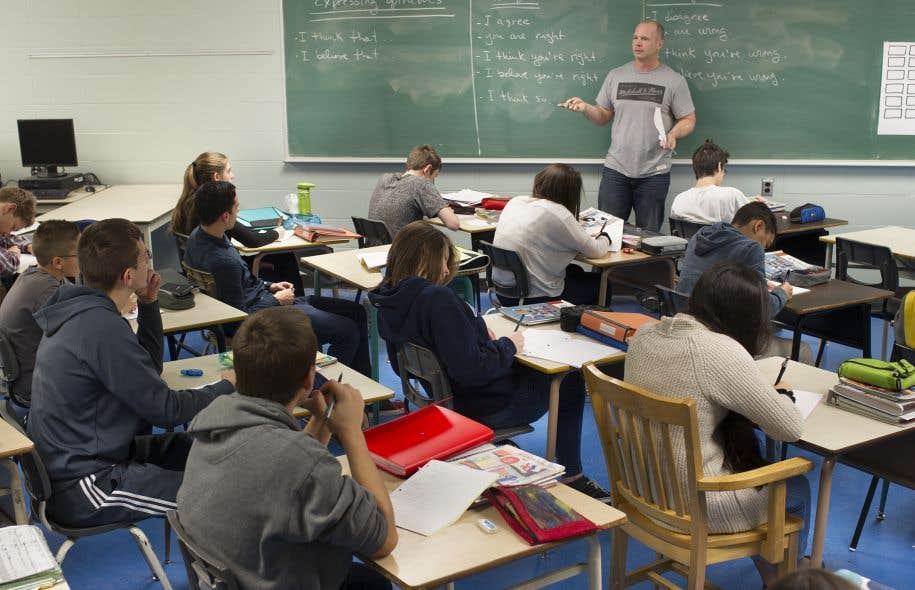 « Aucune des mesures imposées aux écoles depuis 1988 et des nouvelles que l'on va ajouter par le projet de loi 86 ne s'applique aux établissements privés. On leur prescrit seulement, comme au public, de respecter le régime pédagogique et d'appliquer les programmes ministériels », écrit Jean-Pierre Proulx.