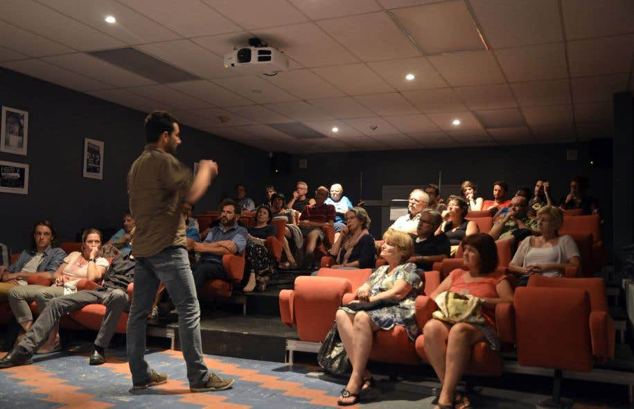 Des cinéastes viennent, une fois par semaine, présenter leurs œuvres et parler avec le public.