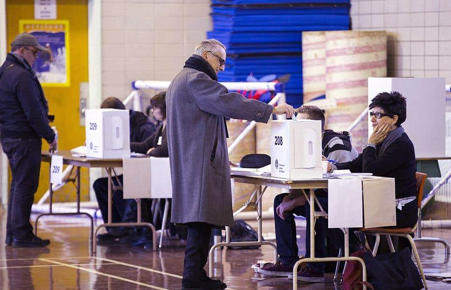En évitant à l'électeur d'avoir à se déplacer, on favorise la participation.
