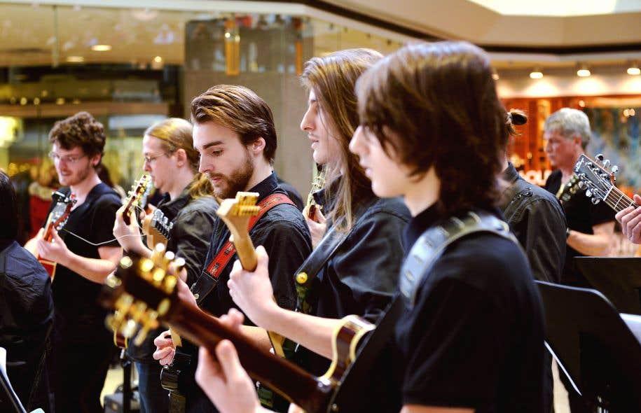 Ce samedi 9avril, 100 guitaristes, professionnels et amateurs, seront réunis au Gesù pour une «expérience» musicale hors de l'ordinaire.