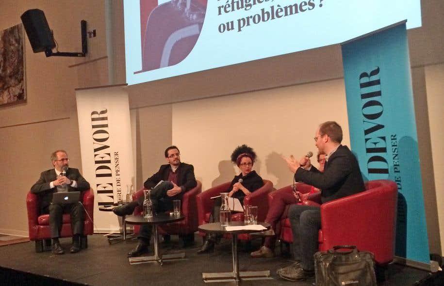 Antoine Robitaille (à gauche) animait le Devoir de débattre sur le thème de l'immigration.