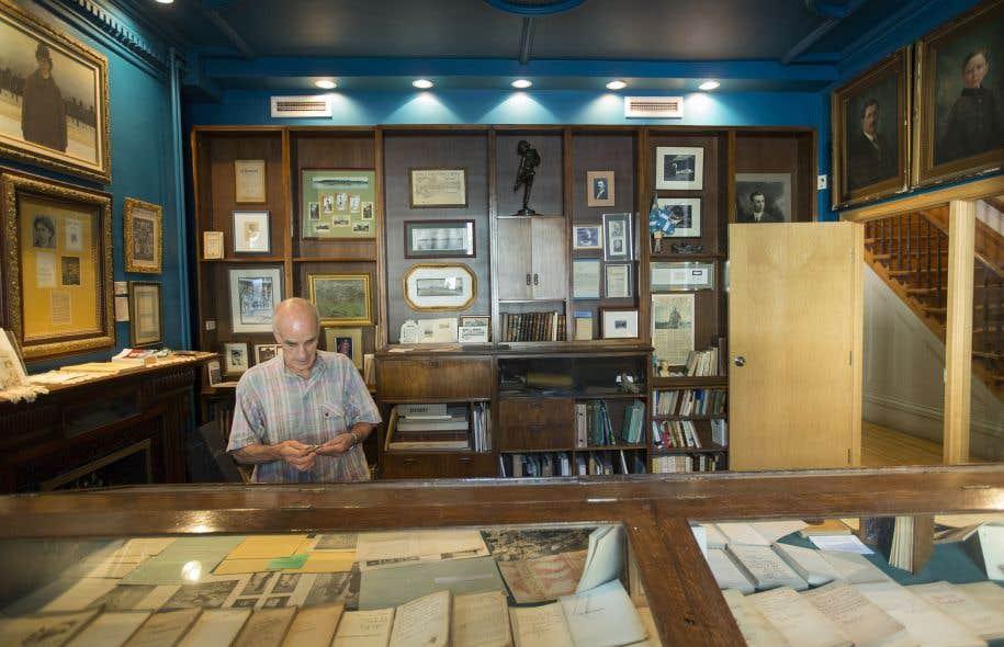 Le collectionneur d'objets de poésie Gaëtan Dostie dans le lieu que la Médiathèque devra libérer
