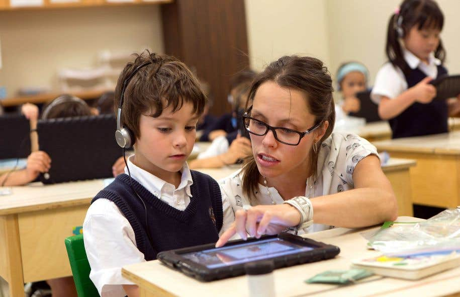 À l'Institut Saint-Joseph, une école privée de Québec, les élèves des différents niveaux du primaire apprennent à l'aide de tablettes.