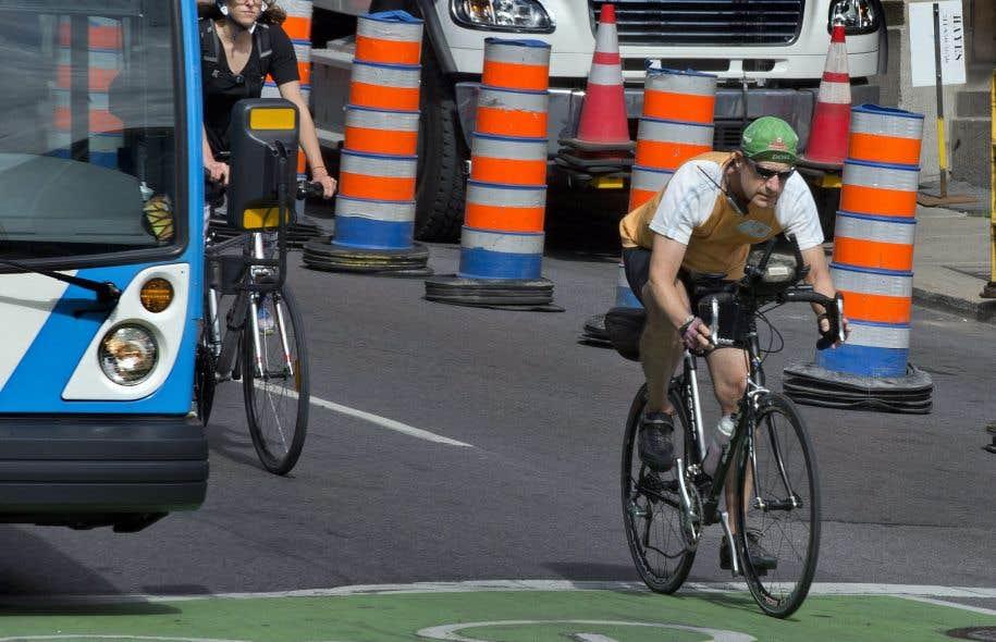 L'implantation de voies réservées pour autobus et vélos mettra en péril la sécurité des cycliste et ralentira le service de transport en commun, soutient le Syndicat des chauffeurs d'autobus de la STM.