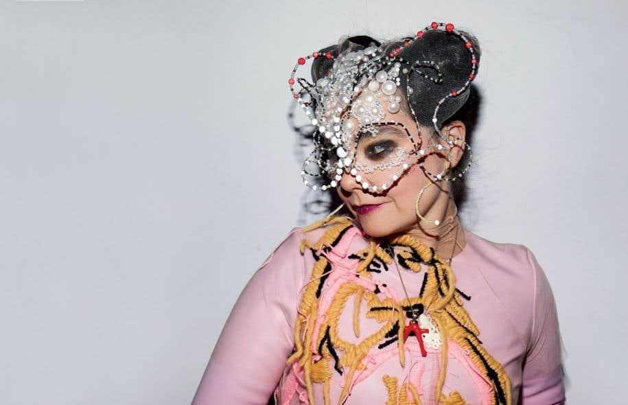 Björk, parfois qualifiée d'excentrique elfe musicale, s'est avérée d'une franchise désarmante, naturelle et humaine.