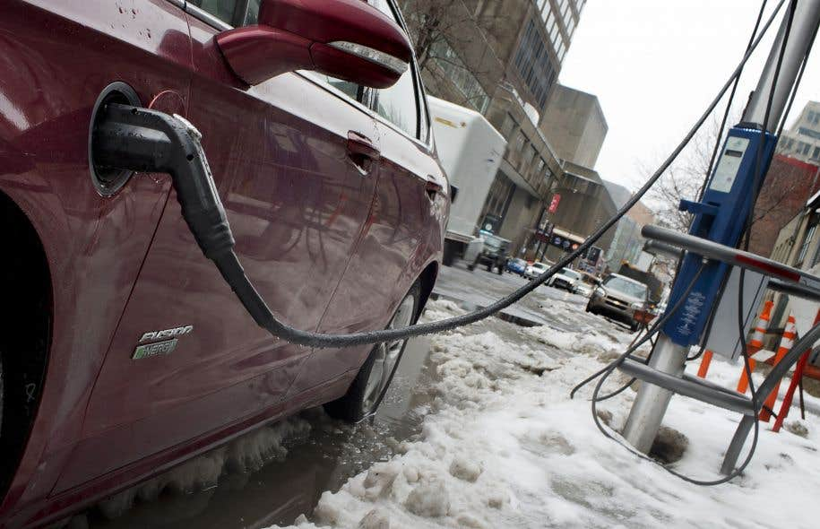 La Ville de Montréal prévoit étendre son réseau de bornes de recharge pour les voitures électriques dans les quartiers résidentiels.