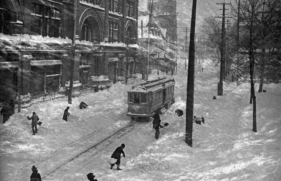 Journée de tempête rue Sainte-Catherine, 1901, par William Notman