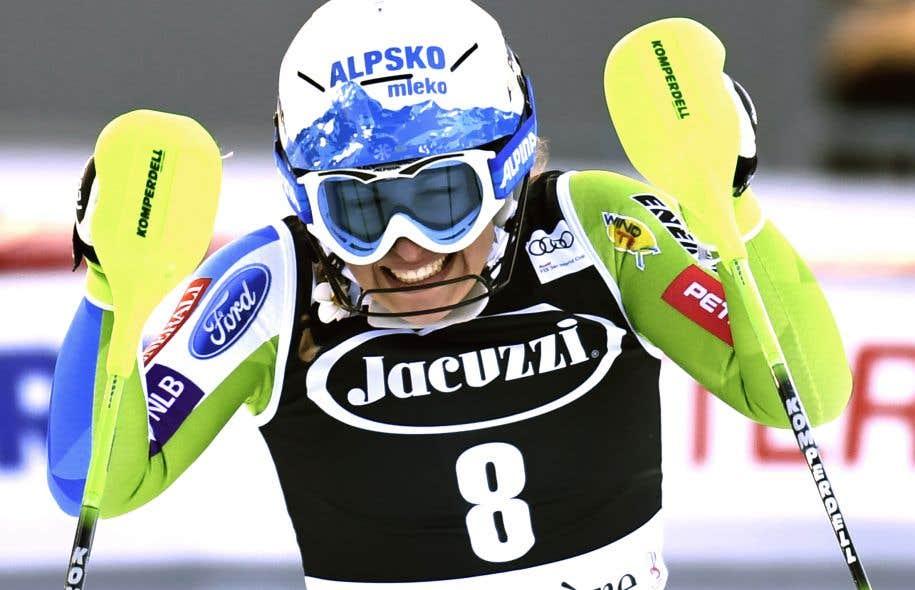Stuhec réalise la passe de trois en descente à Val d'Isère