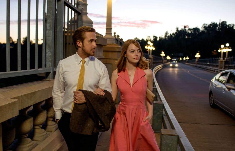 Ryan Gosling est un pianiste de club, tandis qu'Emma Stone incarne une apprentie comédienne.