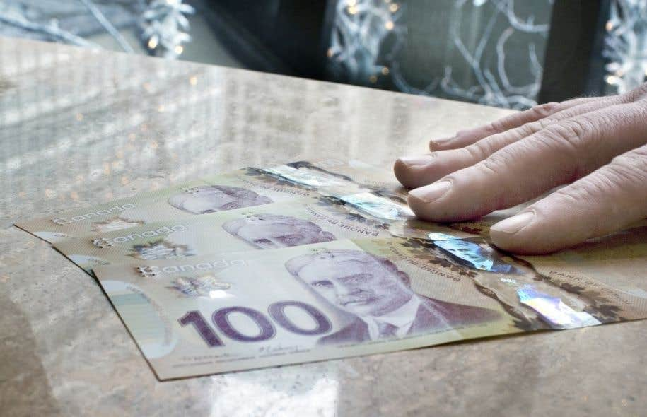Le rapport du Centre canadien des politiques alternativesestime que le salaire moyen des 100 p.-d.g. les mieux payés était de 9,5 millions en 2015.