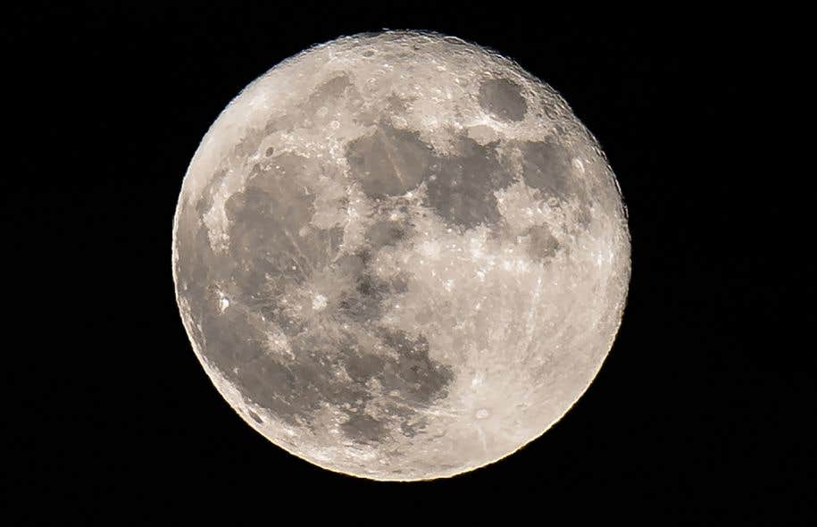 La Lune est le fidèle compagnon de la Terre depuis 4,5 milliards d'années, mais le mystère de son origine n'a pas encore été résolu de façon définitive.