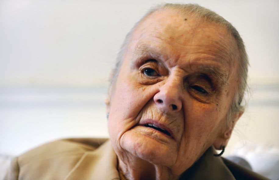Clare Hollingworth fut aussi l'auteure du «scoop» sur la défection de l'agent double britannique Kim Philby en Union soviétique en 1963.