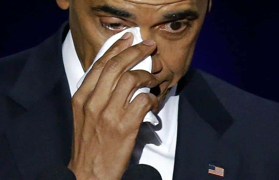 Ému, le président américain Barack Obama a essuyé une larme durant le discours d'adieu qu'il a livré à Chicago.