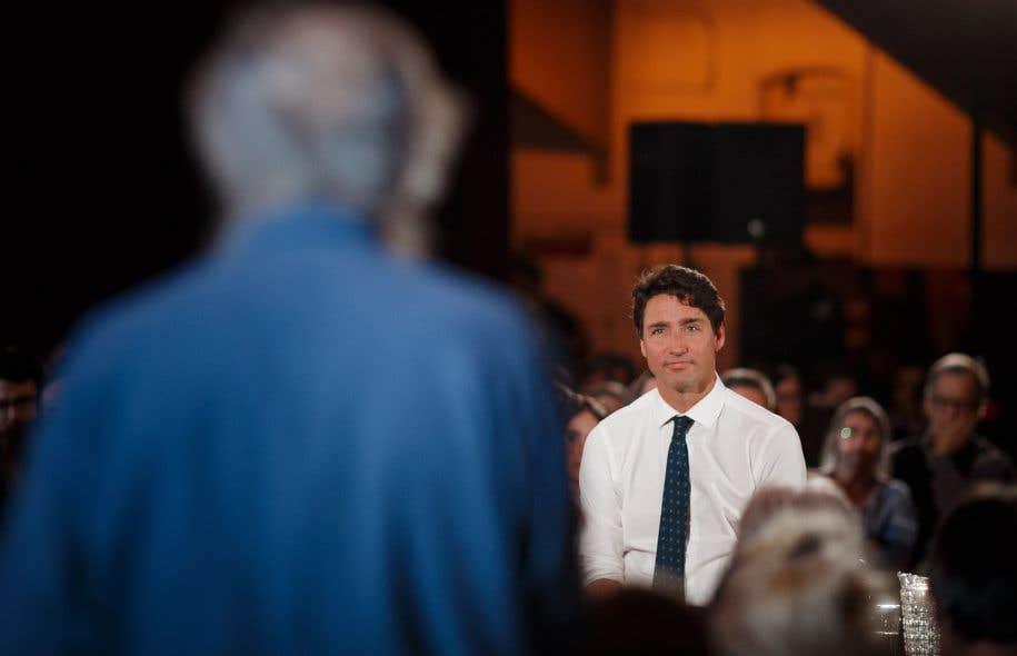 Lors de l'assemblée publique, plusieurs citoyens ont posé des questions en anglais au premier ministre Justin Trudeau.