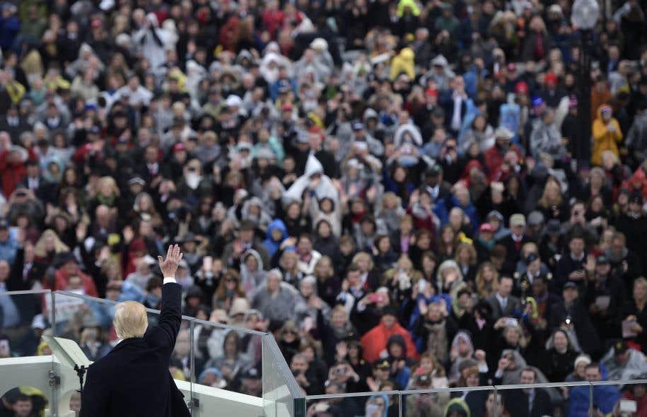 Dans son discours inaugural, vendredi, Donald Trumpa parlé sans bredouiller, d'un rythme constant, appuyé par sa main droite.