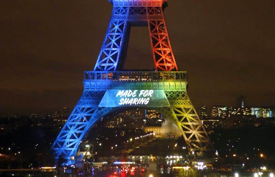 Le comité d'organisation de Paris a affiché la semaine dernière son nouveau slogan sur la tour Eiffel.