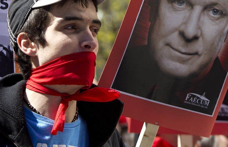 Printemps 2012, les étudiants prennent la rue pour protester contre la hausse des frais de scolarité que veut imposer le gouvernement Charest.