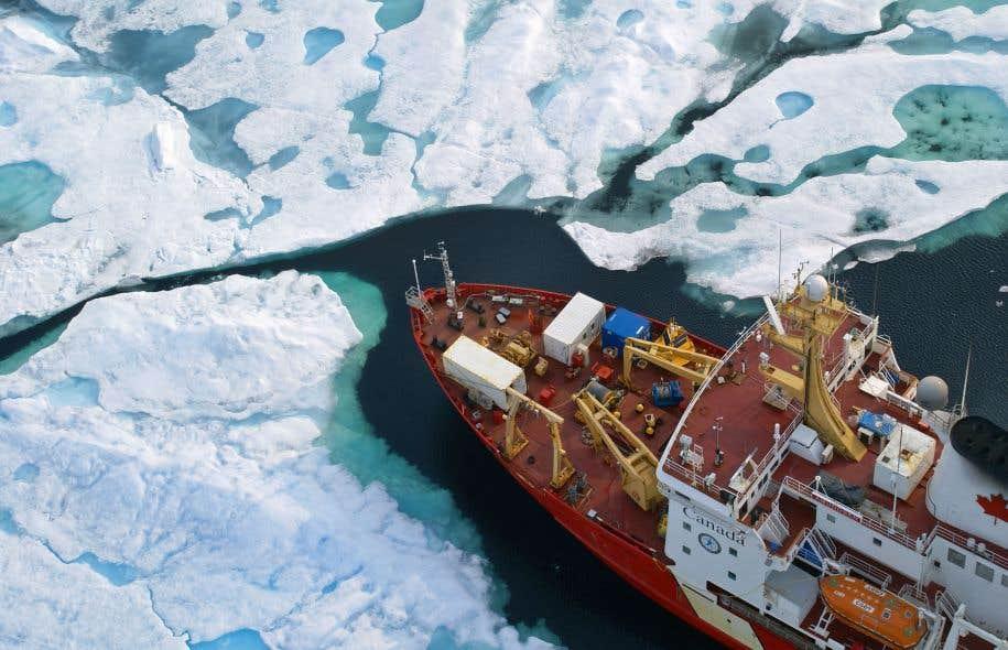Un projet sur le Nord durable, Sentinelle Nord, permet aux chercheurs de nombreuses disciplines de collaborer. Il réunit les travaux de l'Institut nordique du Québec, qui regroupe l'Université Laval, l'Université McGill et l'INRS, ainsi que les travaux du réseau ArcticNet et du navire de recherche <em>Amundsen</em>.