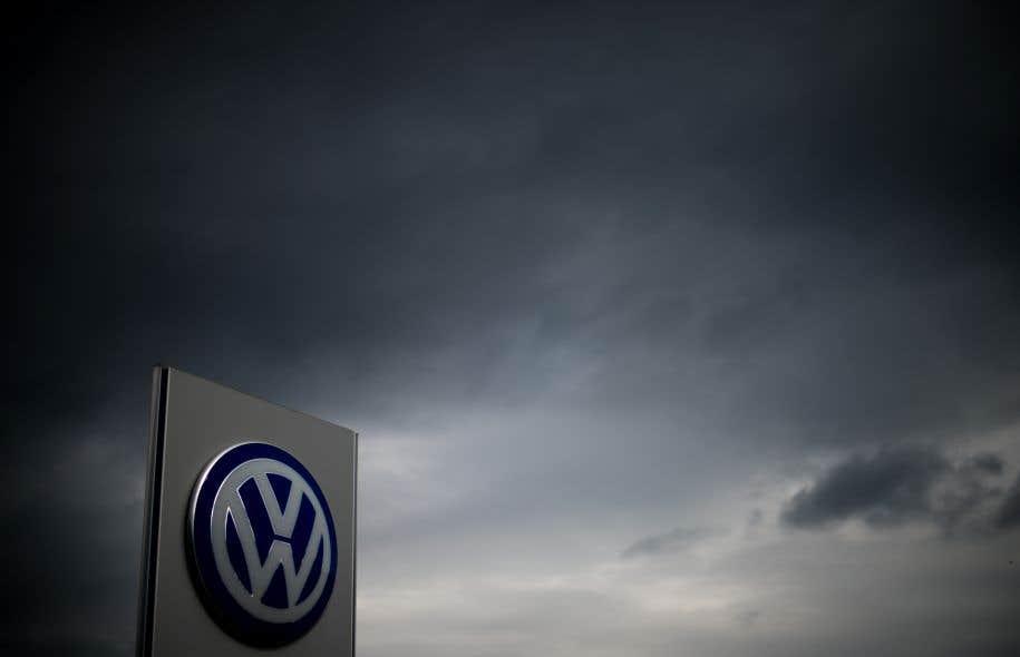 <p>Volkswagen a reconnu en septembre2015 avoir équipé 11millions de voitures d'un logiciel faussant le niveau réel d'émissions de polluants des moteurs diesel.</p>