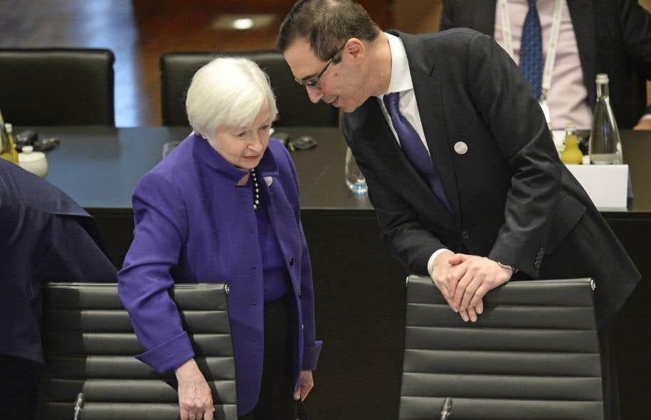 La présidente de la Réserve fédérale américaine, Janet Yellen, aux côtés du secrétaire du Trésor américain, Steven Mnuchin