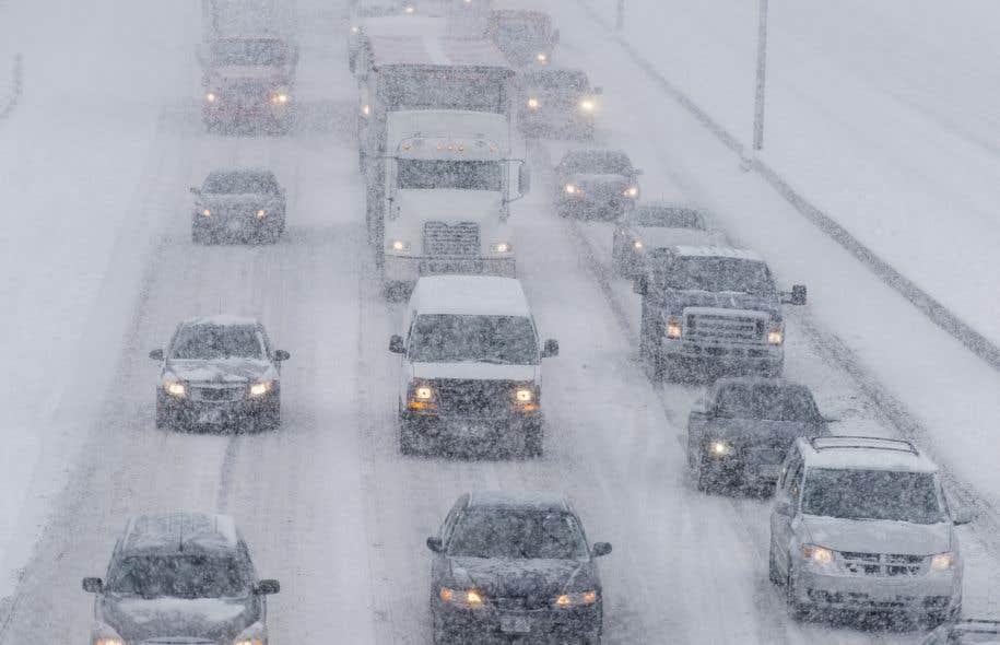Quelque 300 automobilistes sont restés prisonniers de la tempête pendant plus de 13 h dans la nuit du 14 au 15 mars sur l'autoroute 13 Sud.
