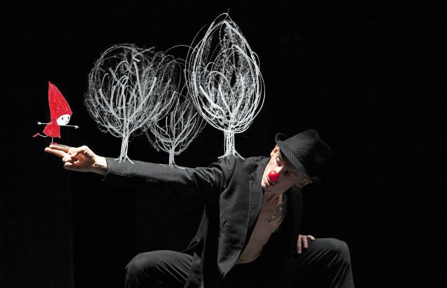 Les créations de Cas public sont imprégnées par des références au conte. «Suites curieuses» (ci-dessus), illustrée par Marjolaine Leray avec Cai Glover, s'inspire du «Petit Chaperon rouge».