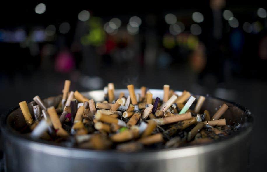 En Suède, parmi l'ensemble des hommes, ils ne sont plus que 8 % à fumer au moins une fois par jour.