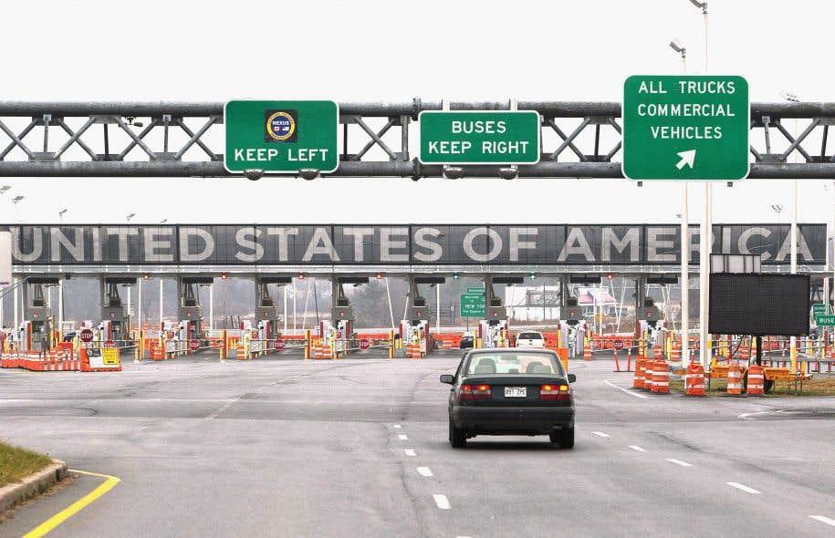 À l'entrée au pays, les visiteurs pourraient être contraints de donner libre accès aux douaniers à une foule d'informations personnelles.