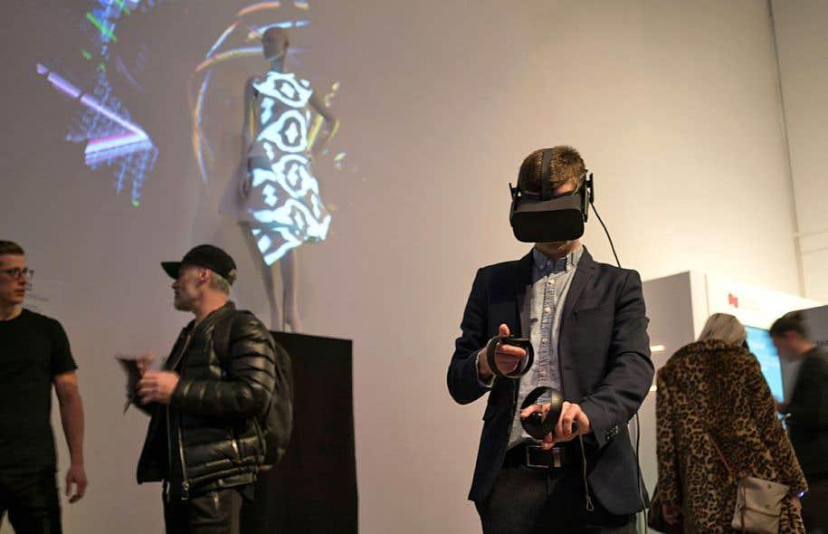 Un atelier d'Imagine 360° a permis aux participants de créer une robe à l'aide de la réalité virtuelle.