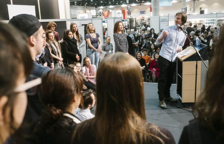 Le lauréat du Prix des collégiens, Christian Guay-Poliquin, s'est adressé aux 57 jeunes qui ont pris part aux délibérations dans la capitale, vendredi.