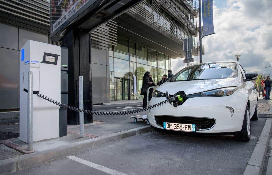 Lille compte déployer, dès ce printemps, un important réseau de bornes de recharge comme celle-ci sur l'ensemble de son territoire.