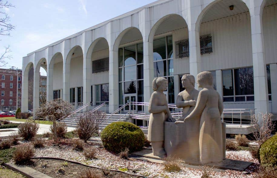 De retour en cour mercredi, au palais de justice de Saint-Hyacinthe, Anthony Pratte-Lops a confirmé au juge qu'il souhaitait couper les liens avec son avocate.
