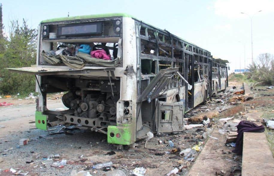 Selon des témoins de l'attentat, un véhicule qui distribuait des sachets de chips aux enfants a explosé à proximité des autocars transportant les évacués.